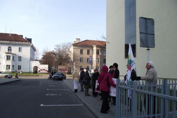 D.Kedžio šalininkai protestavo po prokurorų, teisėjų ir Prezidentės langais