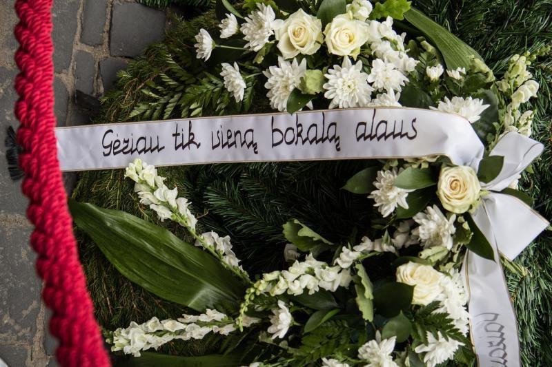 Vilniečiai susirinko prie neblaivaus vairuotojo kapo (atnaujinta)