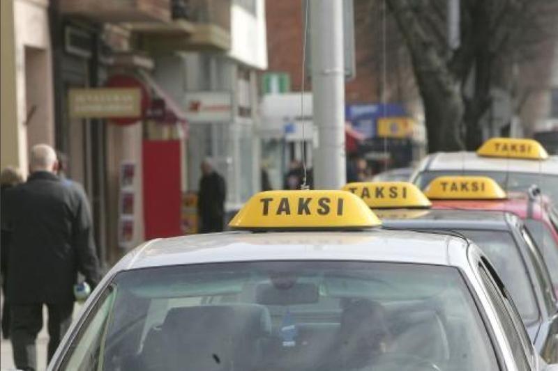 Taksistų paslaugos – alkoholis į namus