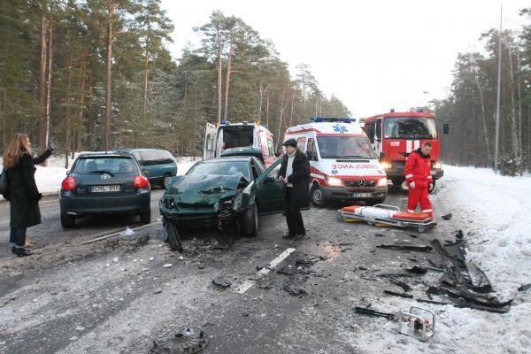 Avarijoje prie Melnragės sužaloti du žmonės (papildyta)