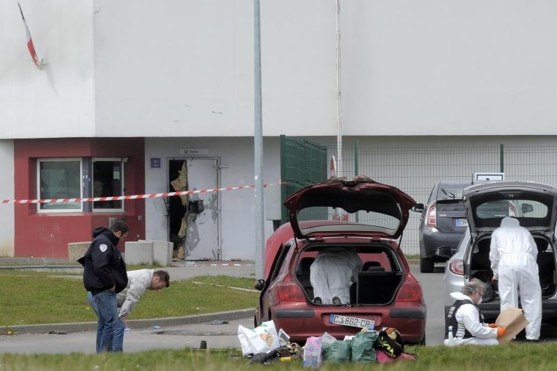 Prancūzijos policija ieško dramatiškai iš kalėjimo pabėgusio plėšiko