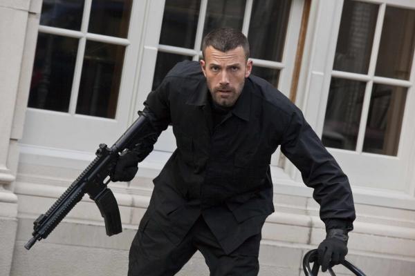"""Kuriant filmą """"Miestas"""" B.Affleckui patarimus žarstė tikri nusikaltėliai"""