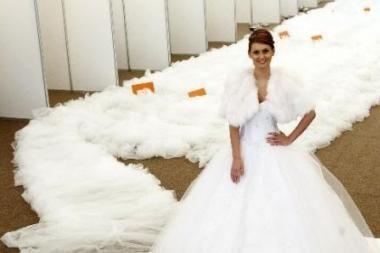 Gineso rekordų knygoje – vestuvinė suknelė su ilgiausiu šleifu