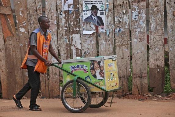 Kamerūno rinkėjai vangiai balsuoja prezidento rinkimuose