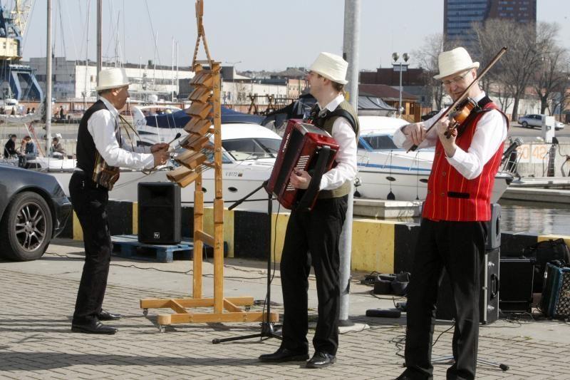 """Turizmo sezoną Klaipėdoje paskelbė laineris """"Costa Pacifica"""""""