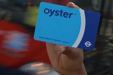 Didžioji Britanija siekia įvesti universalią transporto kortelę