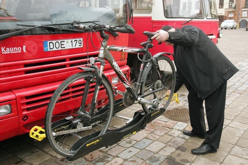 Gyventojai neskuba miesto autobusais vežti dviračių