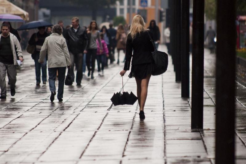 Savaitės pradžioje numatomi nešalti, tačiau lietingi orai