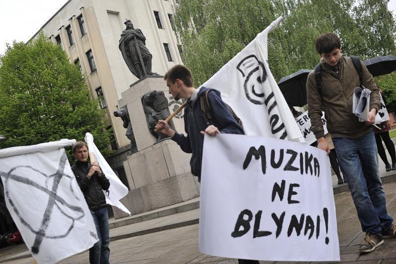 Kaune protestavo lietuviška muzika nusivylę studentai