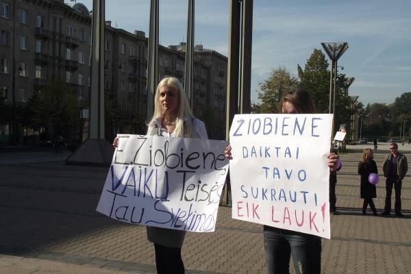 Apkalta parlamentarams išstūmė E.Žiobienės atsistatydinimo klausimą