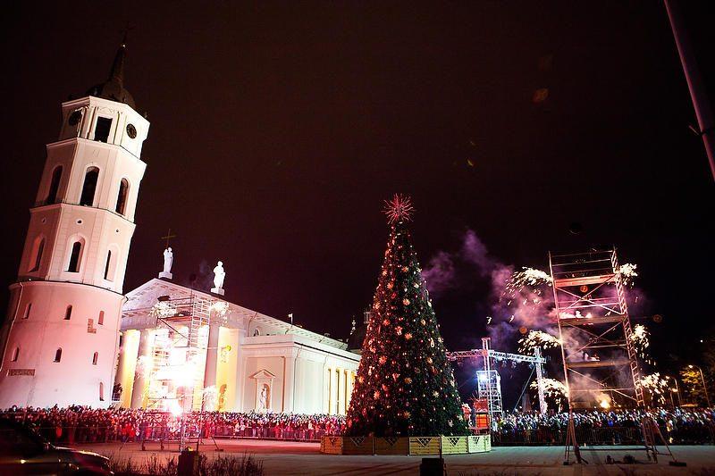 Vilniuje įžiebta įspūdinga Kalėdų eglė