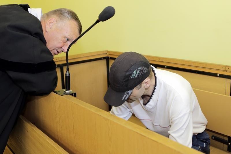 Už grotų vienuolikai metų pasiųstas žudikas iškeikė teismą