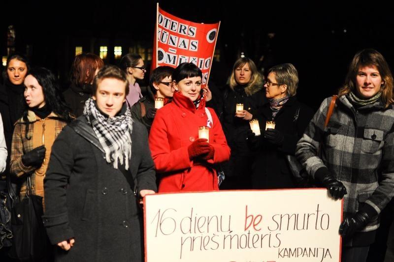 Prieš smurtą šeimoje – tylus moterų protestas