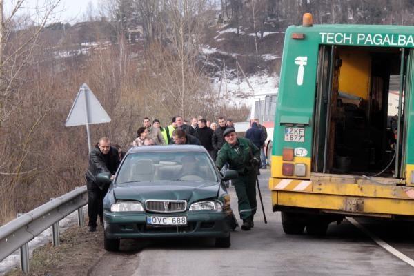 Susidūrę autobusai Kaune užtvėrė Raudondvario tiltą (papildyta)