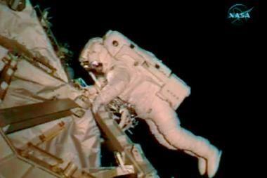 Įrankius pametę astronautai grįžta į Žemę