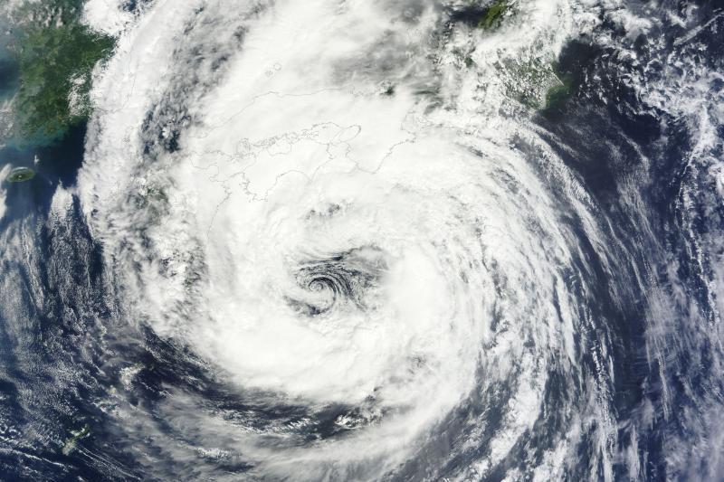 """Japonijos vakarus pasiekė taifūnas """"Talas"""""""