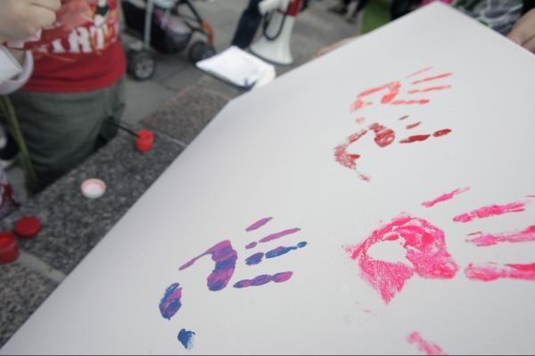 Tarptautinė vaikų gynimo diena – su violetiniu atspalviu