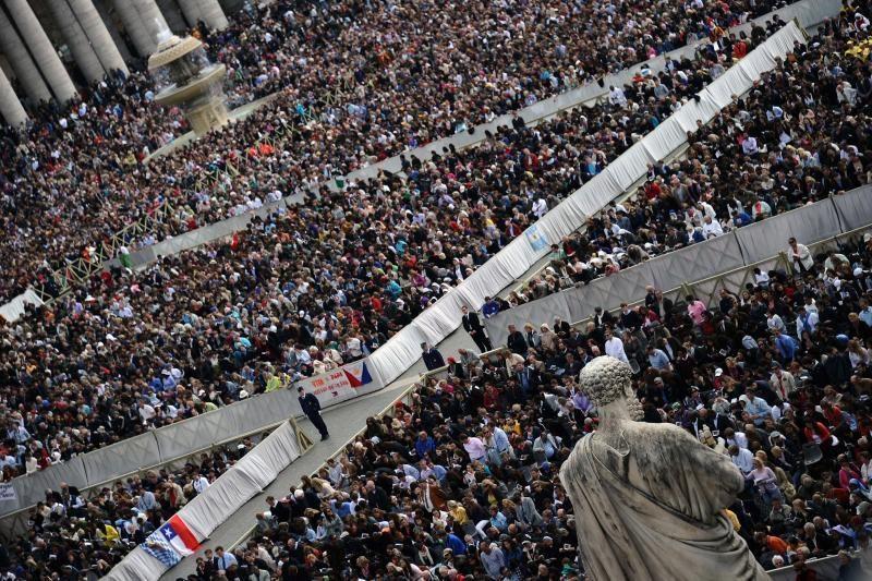 Popiežius aukojo Velykų mišias po atviru dangumi