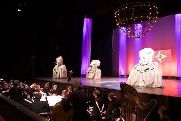 """Teatro žmonėms - """"Auksiniai scenos kryžiai"""""""