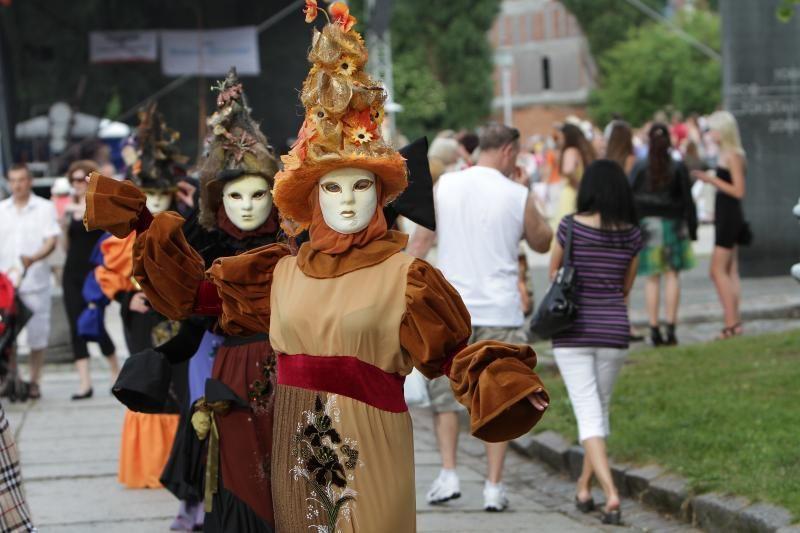 """Teatrų festivalis """"Šermukšnis"""": nuo savęs – pasaulio link (programa)"""
