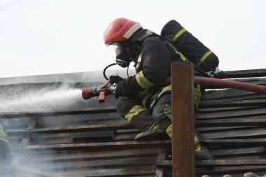 Šilutės r. degė daugiabutis