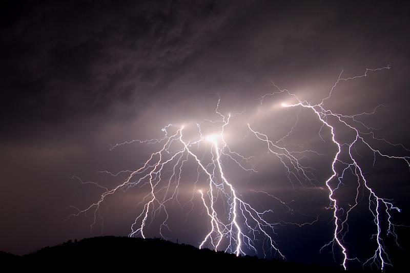 Lenkų porą Rumunijoje nutrenkė žaibas