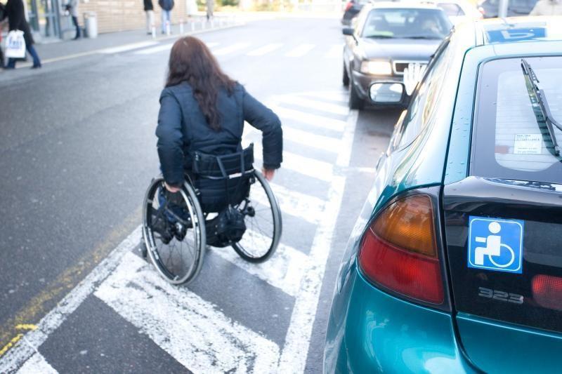 Neįgalieji nepatenkinti automobilių ženklinimo tvarka