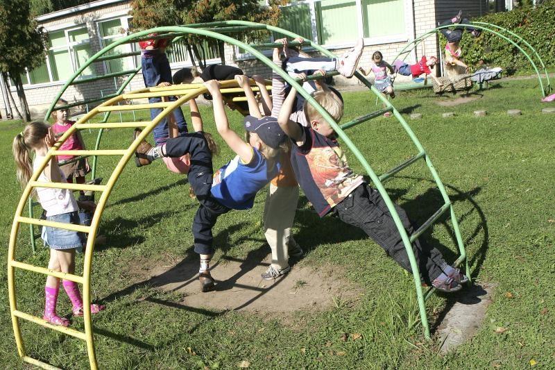 Galvosūkis tėvams: kas vasarą prižiūrės vaikus?
