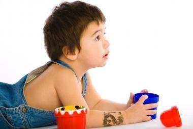Vaikų dingimo prevencija - mažylius tatuiruoti
