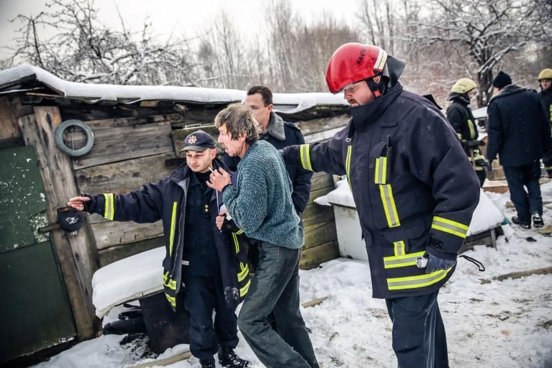 Per gaisrą Palemono gatvėje išgelbėti trys žmonės