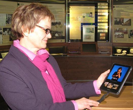 Su Pinigų muziejaus eksponatais supažindinama ir gestų kalba