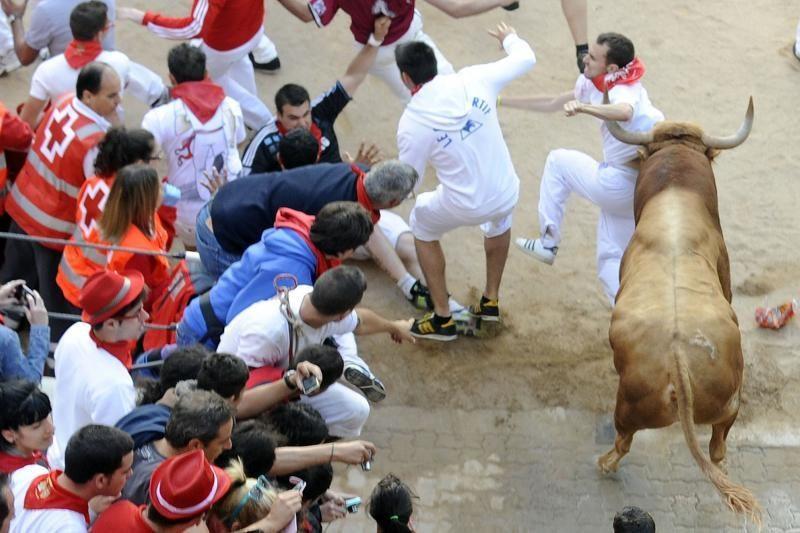 Pamplonoje tūkstančiai renkasi į tradicinį bulių bėgimo festivalį