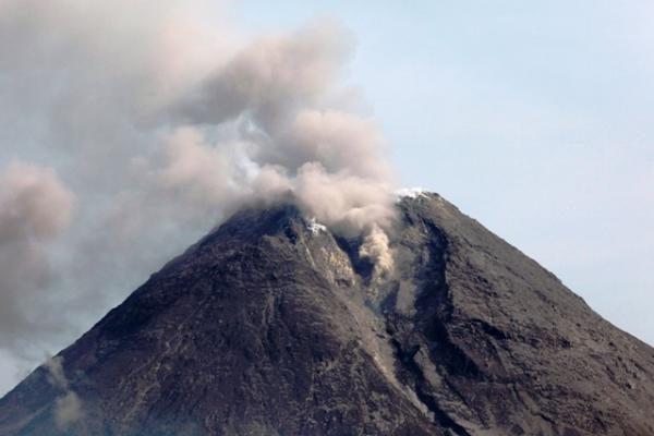 Indonezijoje vėl išsiveržė Merapio ugnikalnis