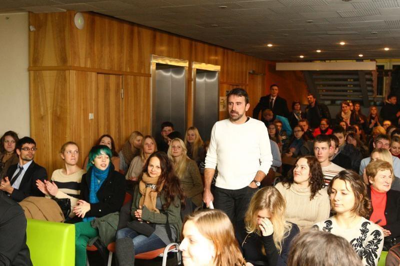 """""""Žalgirio"""" treneris studentus mokė Katalonijos šokių"""