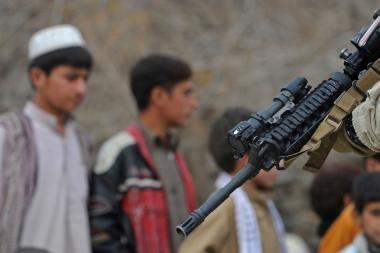 Talibanas prisiėmė atsakomybę už išpuolius prieš NATO automobilių kolonas