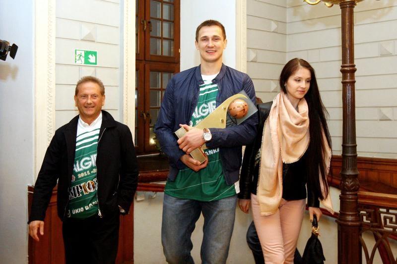 Šėlsmas Kaune: krepšininkų ir sirgalių emocijos drebino Rotušės aikštę