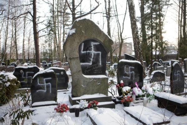 Rygoje vandalai išniekino per šimtą žydų antkapių (papildyta)