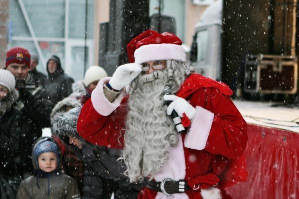 Kalėdų senelį į Klaipėdos aikštę atvežė haskių kinkinys