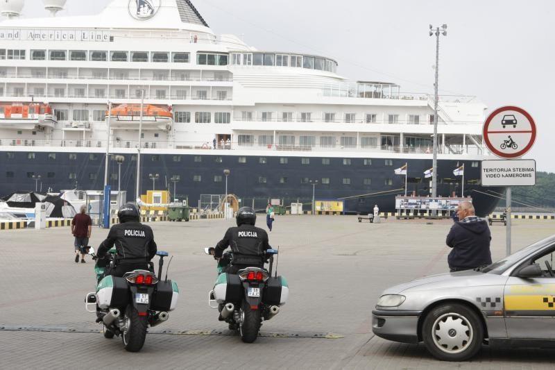Neblaivūs sugėrovai apspjaudė policininkus