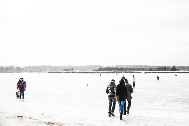 Ant ledo sutūpę žvejai spjauna į perspėjimus