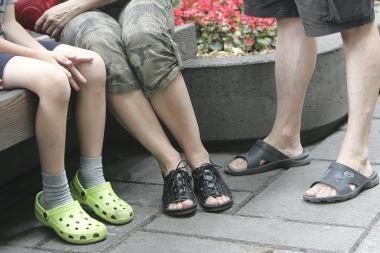 """Liepą muitininkai skaičiavo """"Crocs"""" batų klastotes"""