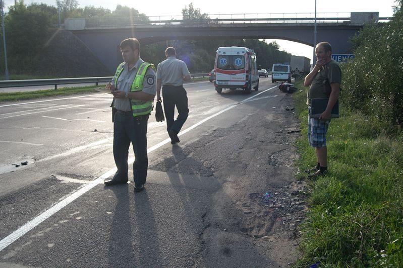 Vilniuje vilkikas partrenkė motorolerininką
