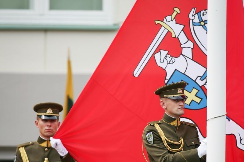 Vyriausybė pritaria platesniam istorinės vėliavos su Vyčiu naudojimui