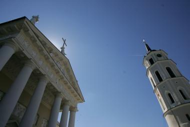 Išlydint J.Marcinkevičių į paskutinę kelionę skambės Vilniaus katedros varpai
