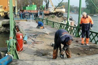 Svarstoma galimybė Pilies uoste statyti naują tiltelį