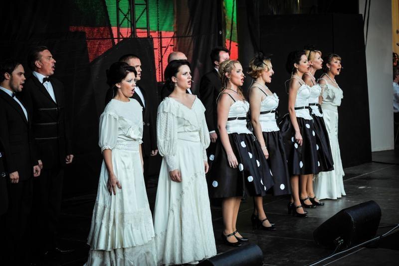 """Operetės pertraukos metu skambėjo """"Tautiška giesmė"""""""