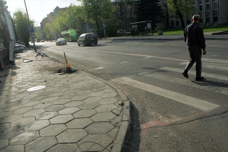 Gimtadienį šventęs girtas vairuotojas nuniokojo K.Donelaičio gatvę