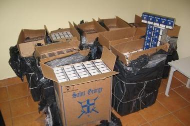 Vilniuje sulaikytas gudriai užmaskuotas rūkalų krovinys