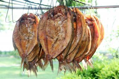 Rūkyta žuvis iš pajūrio – Vilniaus ūkininkų prekyvietėje