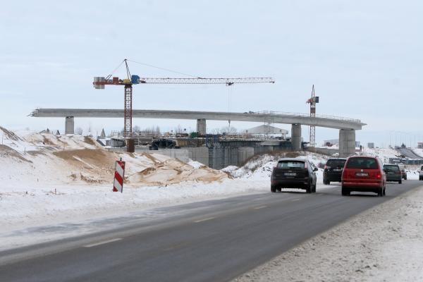 Dėl šalčio statybų darbai vyksta lėčiau